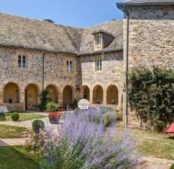 Le Château de La Falque, hôtel 3 étoiles à Saint-Geniez-d'Olt