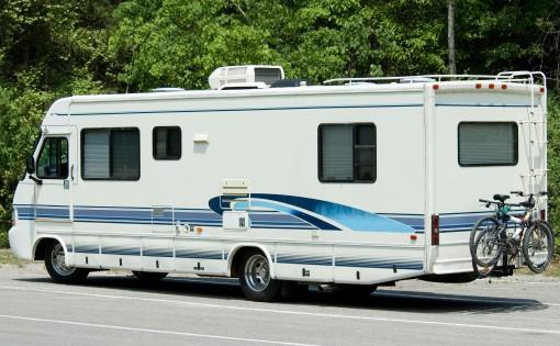 Voyage en camping-car : 2 marques à connaître pour un équipement optimal