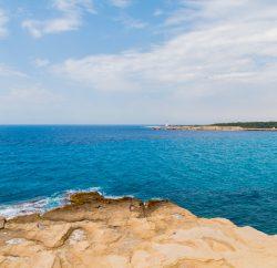 Vue de la mer méditerranée depuis la Côte d'Azur