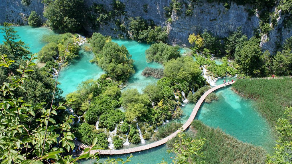Vue aérienne des lacs de Plitvice en Croatie