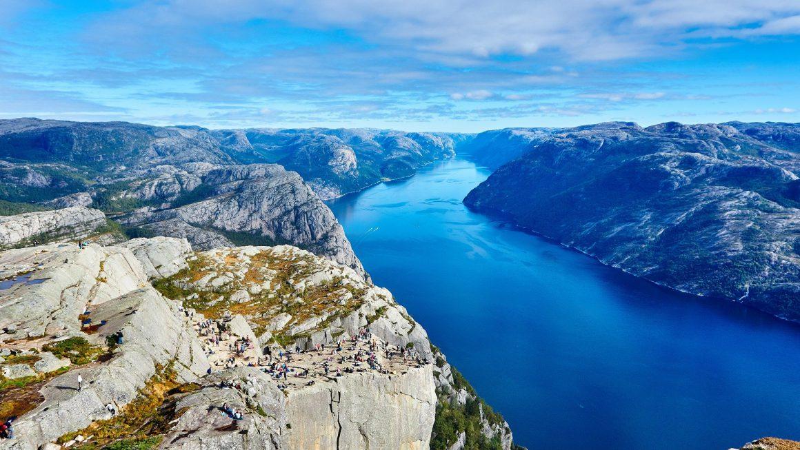 un fjord norvégien