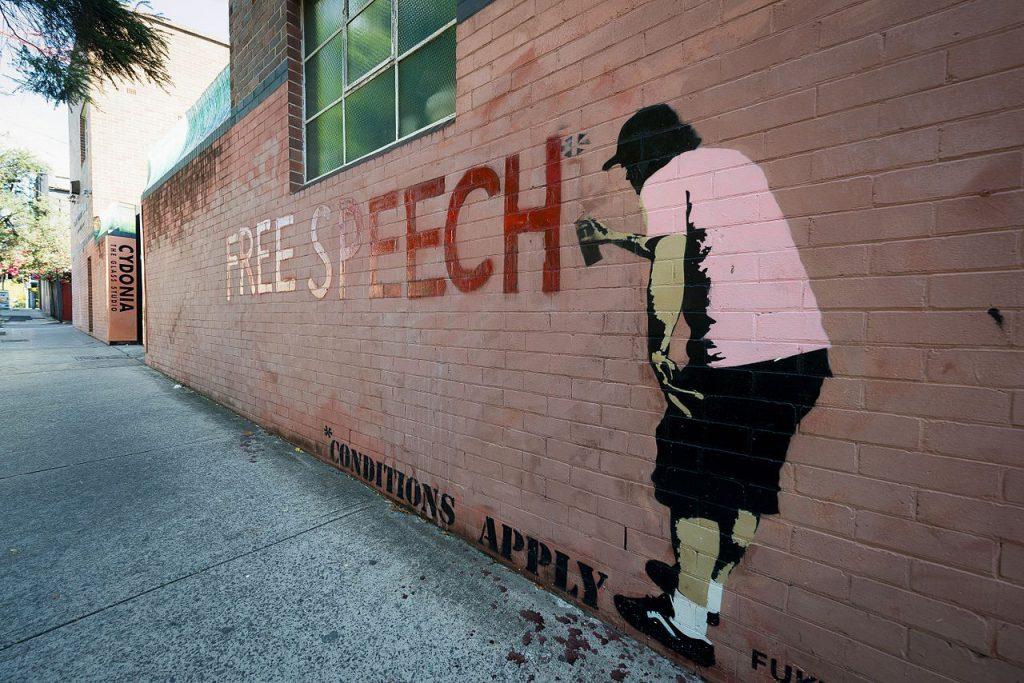 """fresque """"Free Speech"""" visible dans le quartier de Newtown à Sydney"""